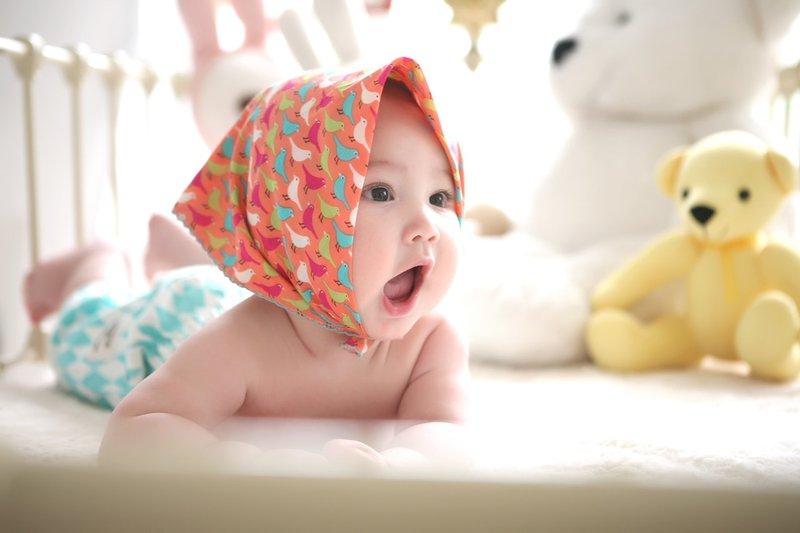 perkembangan bayi 8 bulan - komunikasi.jpeg