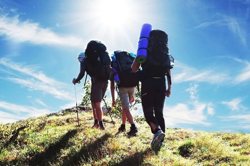 perbedaan hiking dan trekking