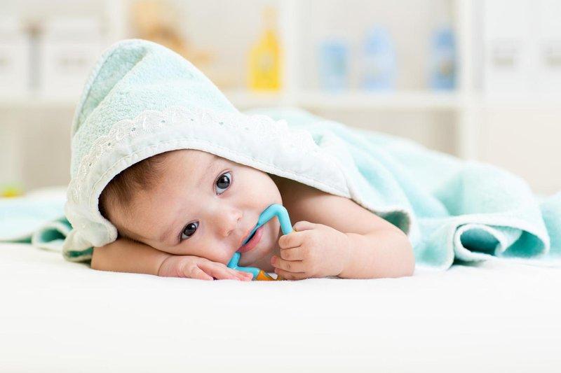 perhatikan 5 tanda bayi yang mau tumbuh gigi 3