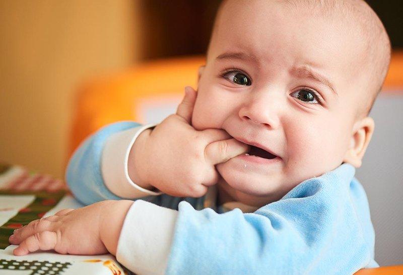 perhatikan 5 tanda bayi yang mau tumbuh gigi 4