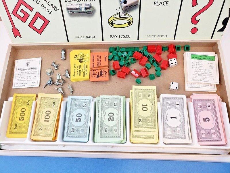 perlengkapan permainan monopoli.jpg