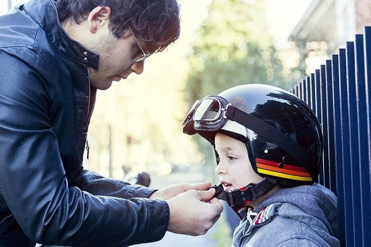 perlengkapan wajib anak saat new normal-helm.jpg