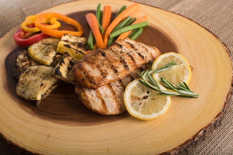 Makan protein membantu mengecilkan perut