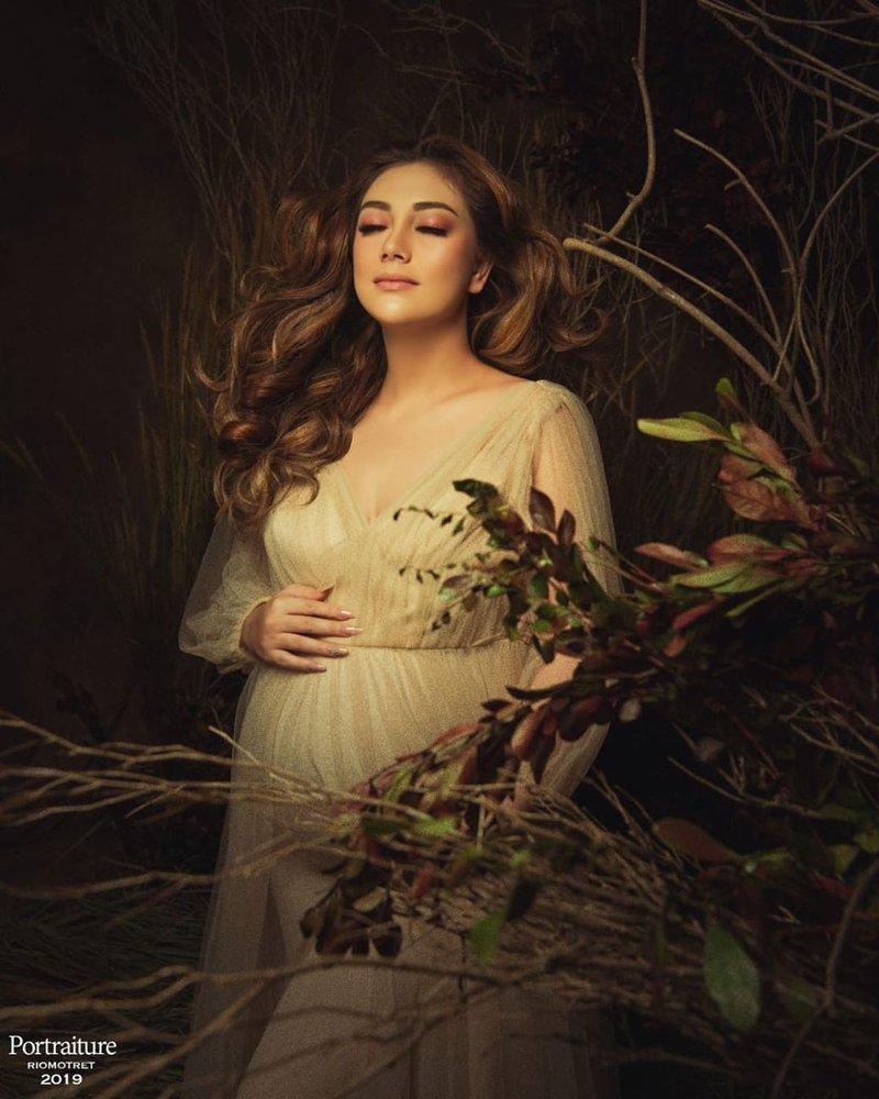 maternity photoshoot celine