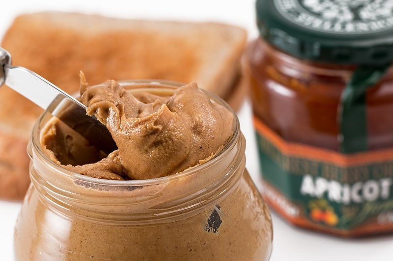 mengenalkan selai kacang pada usia dini