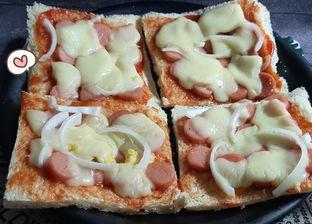 5 Resep Pizza Roti Rumahan, Super Mudah Dibuatnya!
