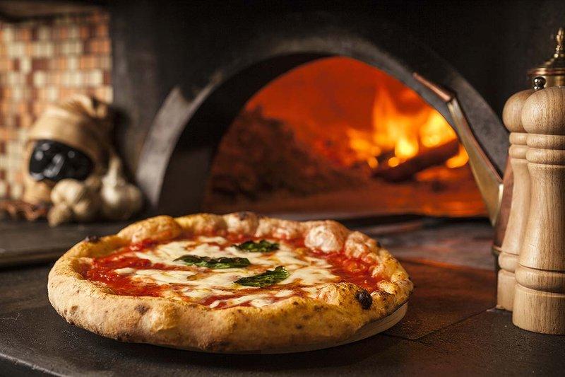 pizza napoletana - italia