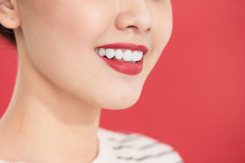 gigi senyum