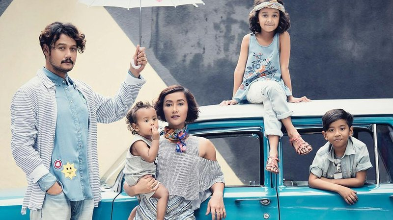 potret quality time keluarga dwi sasono dan widi mulia hero