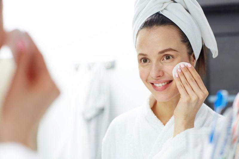 Baby oil dapat menjadi makeup remover