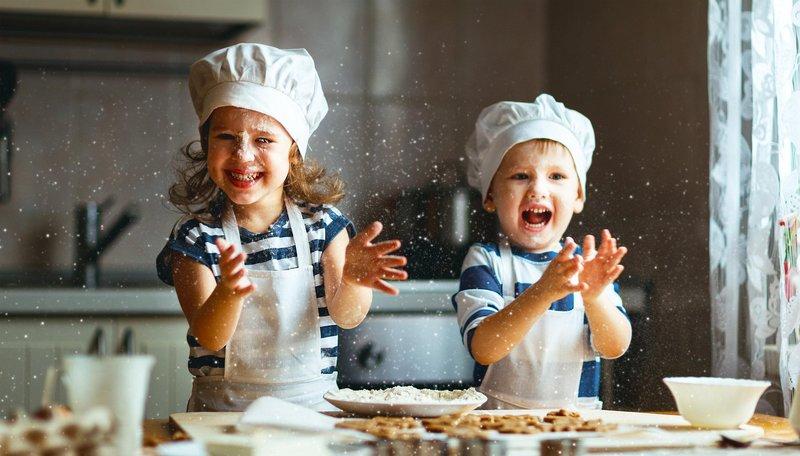 5 Cara Membuat Kegiatan Memasak Bersama Anak Lebih Menyenangkan | Orami