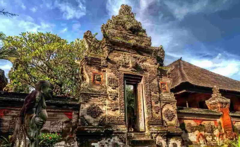 rumah adat bali - angkul-angkul