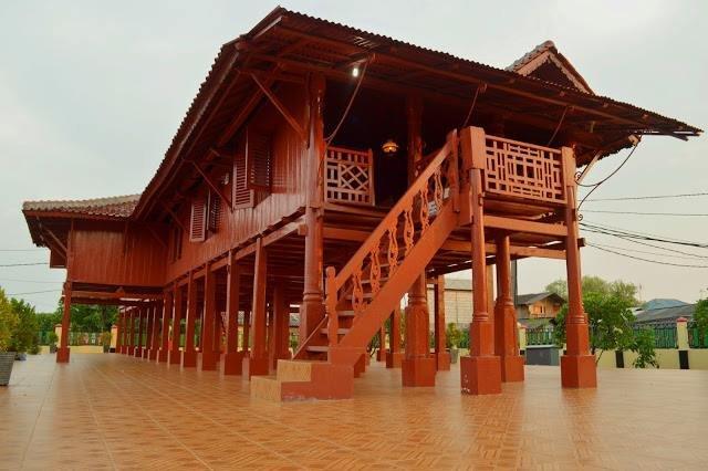 rumah adat Jakarta