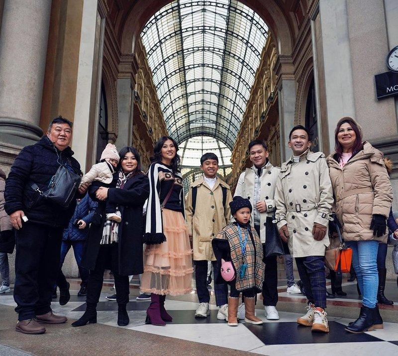 liburan keluarga Ruben