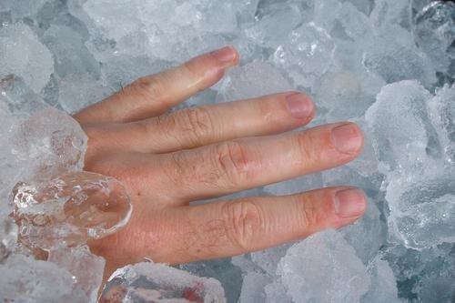 sakit kepala air es