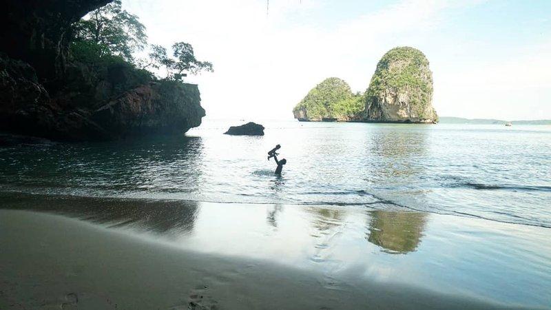 Rio Dewanto dan Atiqah Hasiholan Ajak Sal Liburan ke Thailand, Ini Foto-Fotonya!