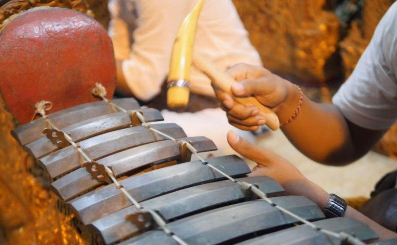 alat musik saron