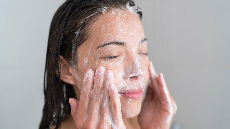scrub wajah untuk kulit berjerawat