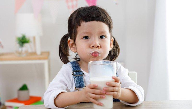 selain soda, 5 jenis minuman ini juga tidak baik untuk kesehatan anak 3