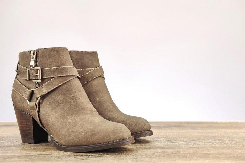 sepatu ankle boots