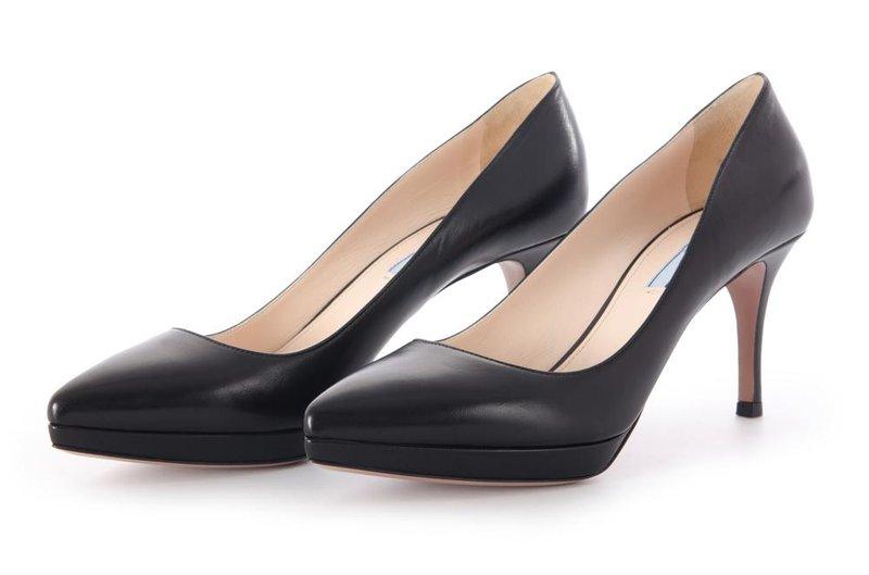 sepatu black heels