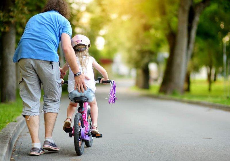 mengajari anak naik sepeda, naik sepeda