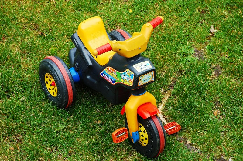 sepeda roda tiga, sepeda untuk balita yang sesuai umurnya.jpg