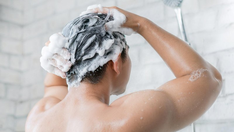 should you shower in the morning or at night the experts weigh in 136426205851202601 180403075008
