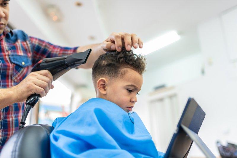 Cara Membuat Anak Nyaman di Salon