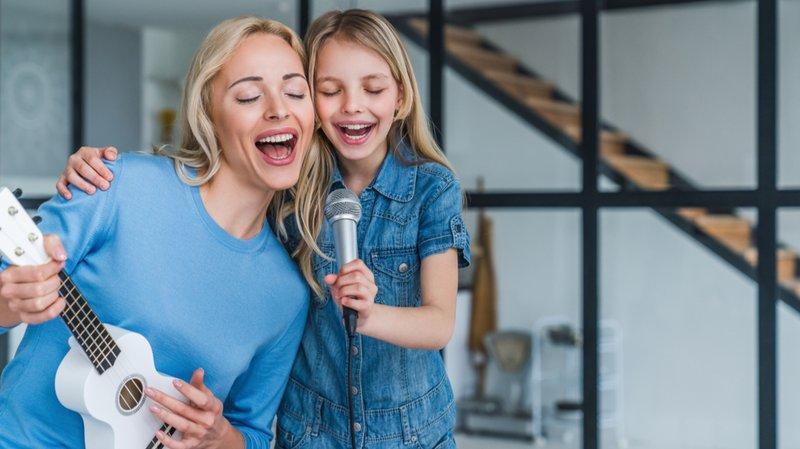 anak senang bernyanyi