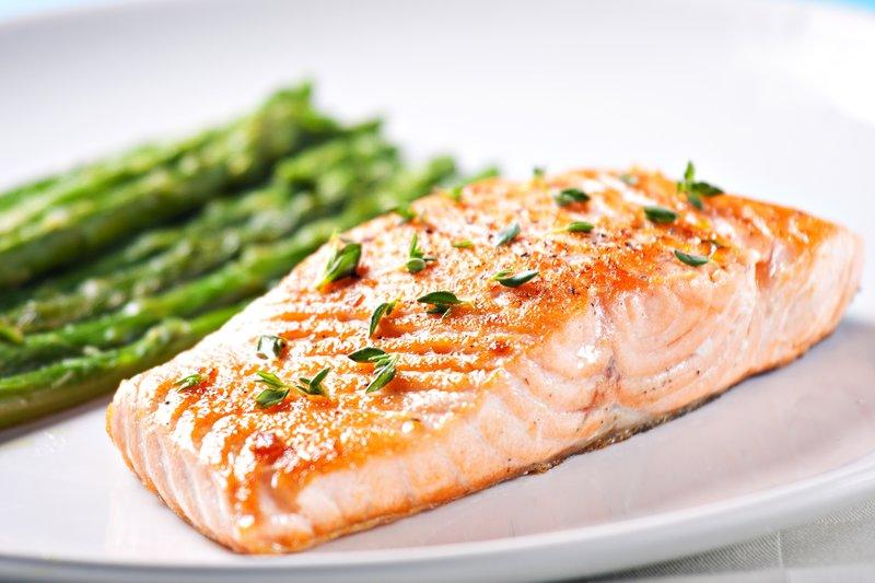 ikan salmon untuk menjaga kesehatan mata anak