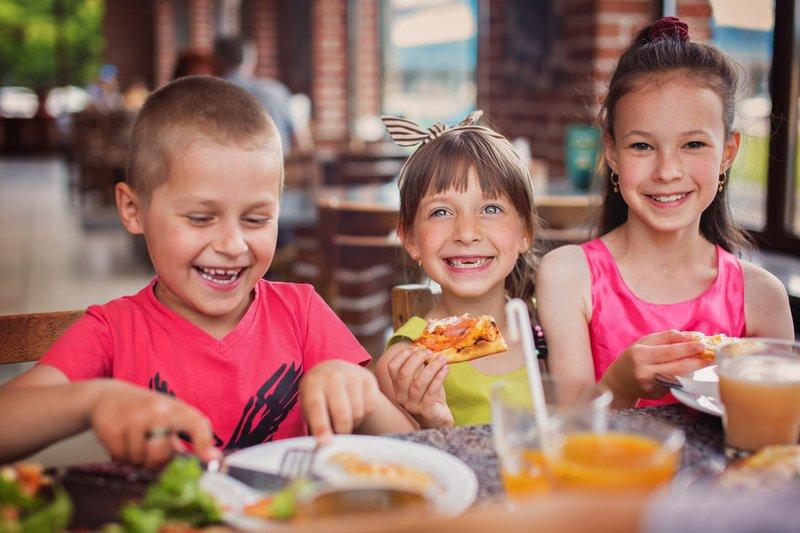 Ajari Anak 5 Etika di Tempat Umum