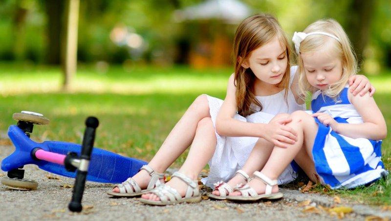 si kecil suka pamer yuk, ajarkan balita untuk bersikap rendah hati 4