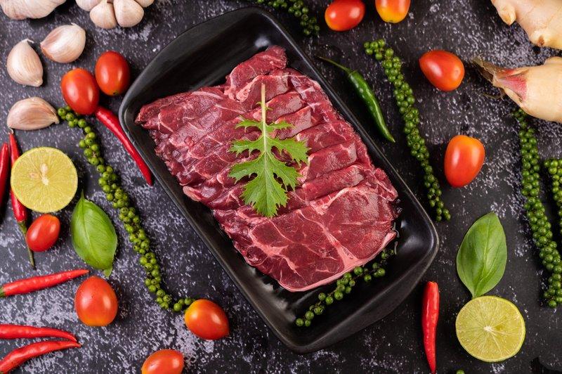 Kelebihan protein dapat menyebabkan kenaikan berat badan