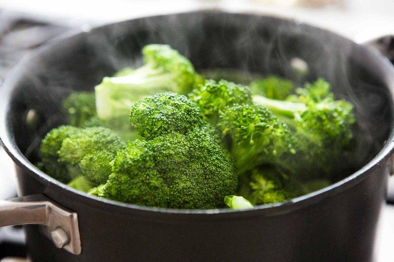 steamed-broccoli-horiz-a-2000.jpg