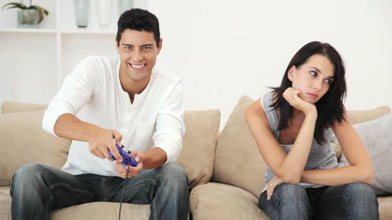 suami terlalu sibuk main game, harus bagaimana 1