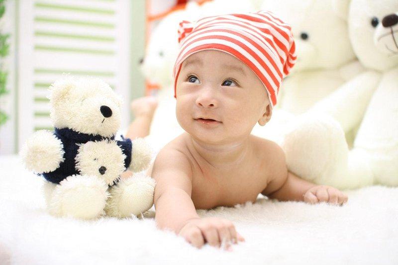 tahap penting perkembangan motorik bayi