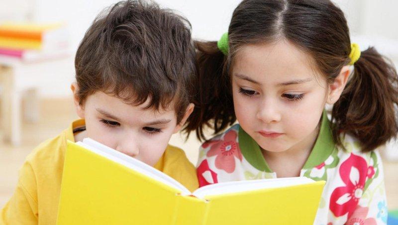 tak disangka ini dia 4 manfaat membacakan dongeng untuk si kecil 4