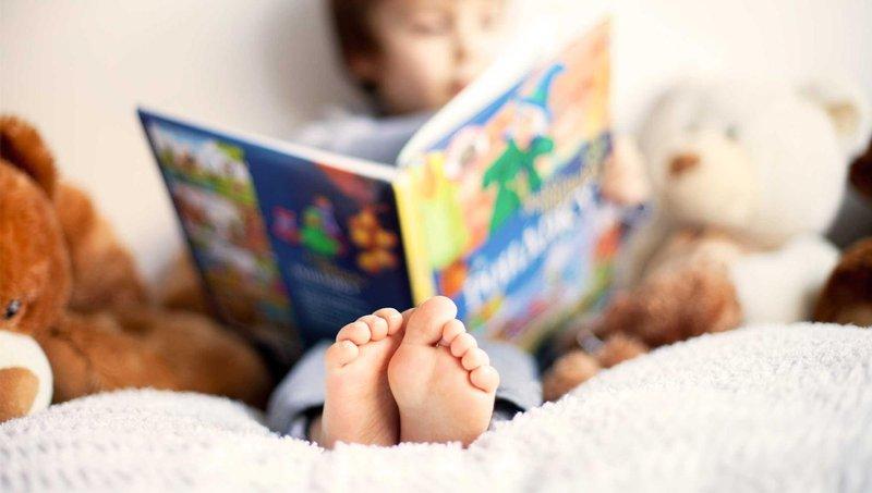 tak disangka ini dia 4 manfaat membacakan dongeng untuk si kecil 2
