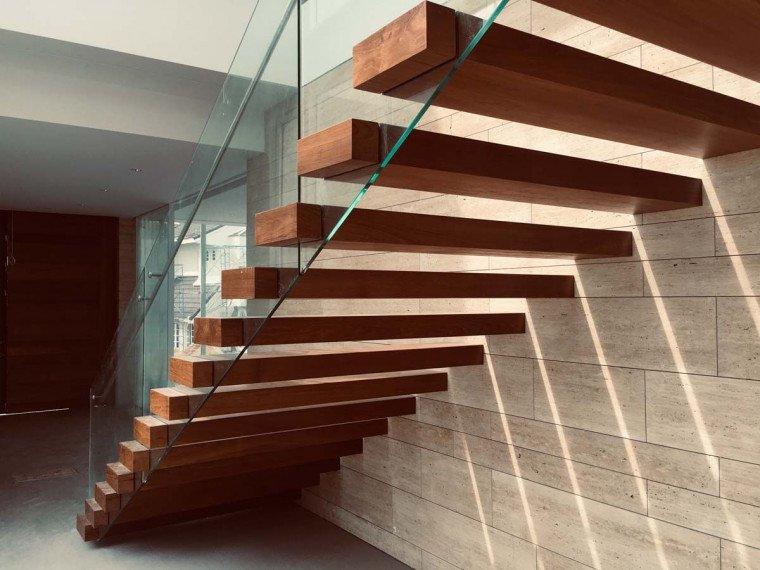 tangga rumah dari kaca.jpg