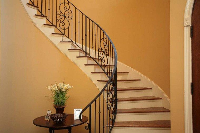 tangga rumah klasik.jpg
