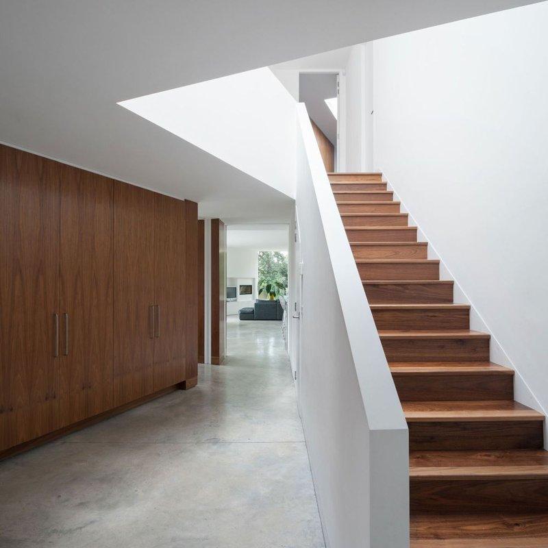 tangga rumah lurus.jpg