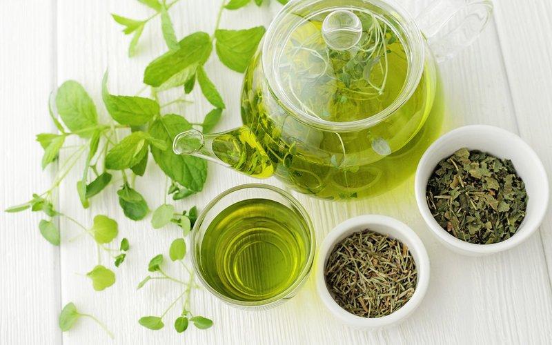 cara mengecilkan perut setelah melahirkan-minum teh hijau