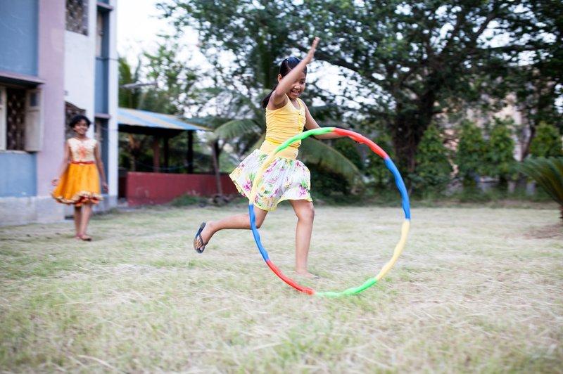 teknik berguling hula hoop.jpg