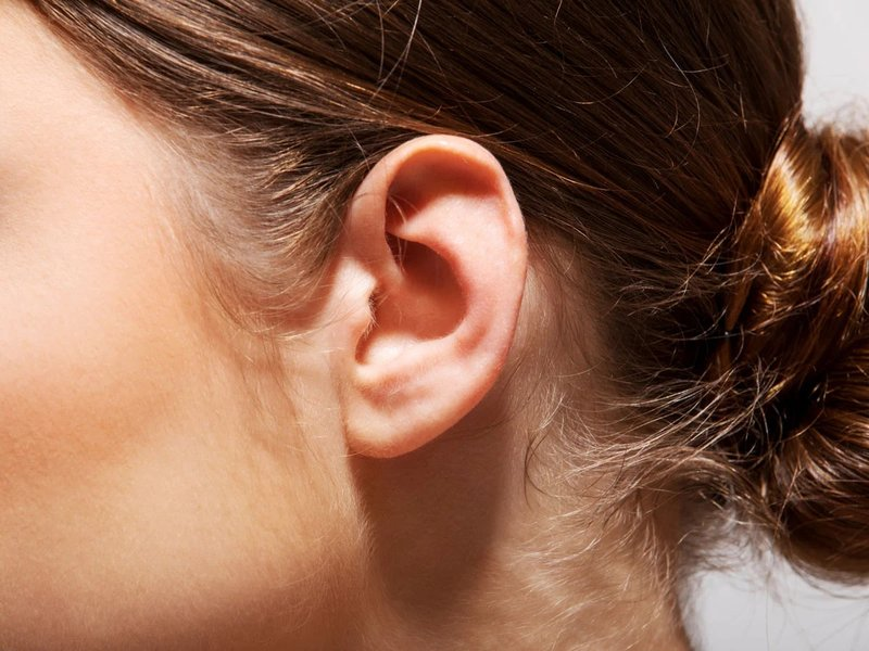 penyebab telinga panas dan merah