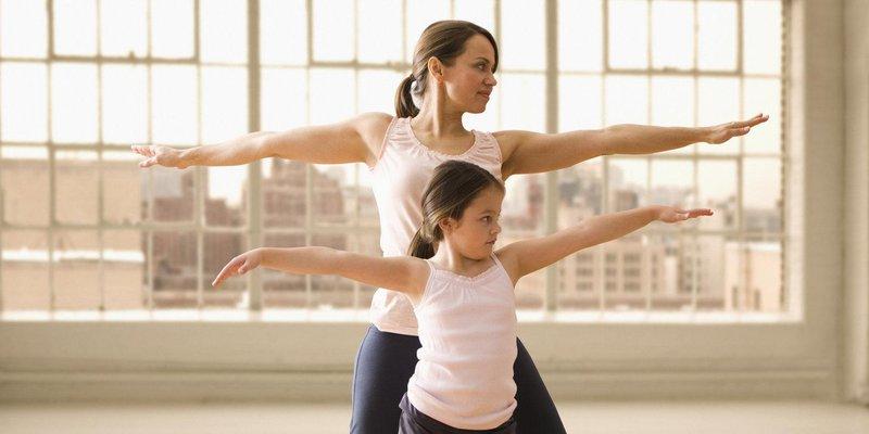 tetap sehat dengan 4 olahraga yang bisa dilakukan bersama balita 3