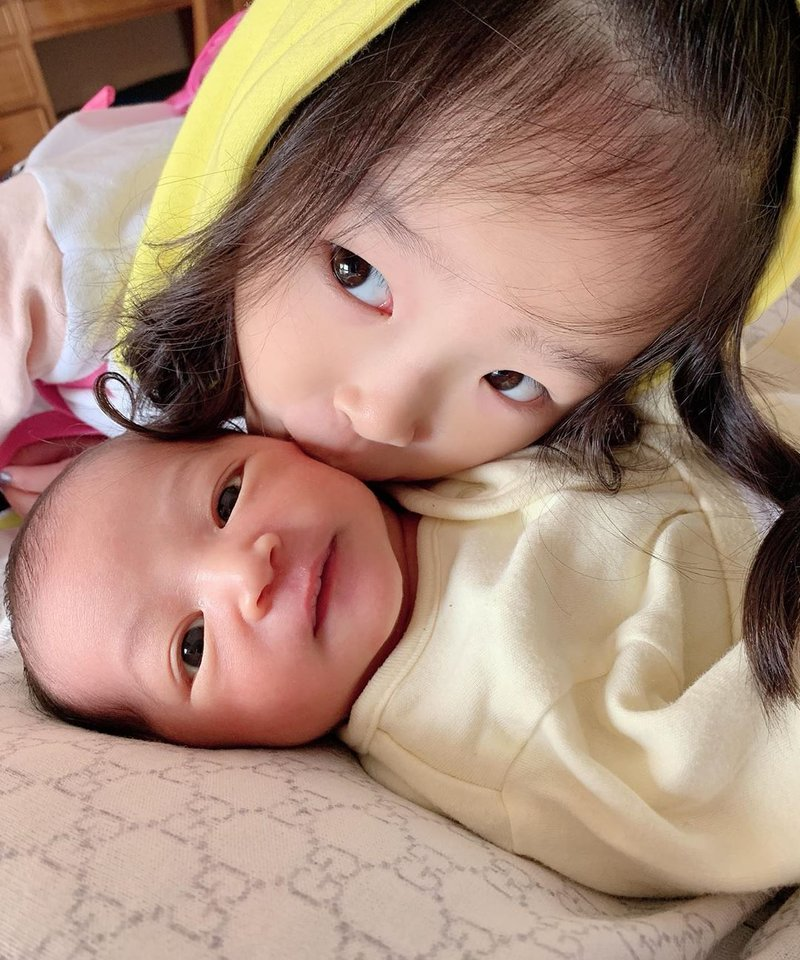 Thalia Onsu dan Thania Onsu