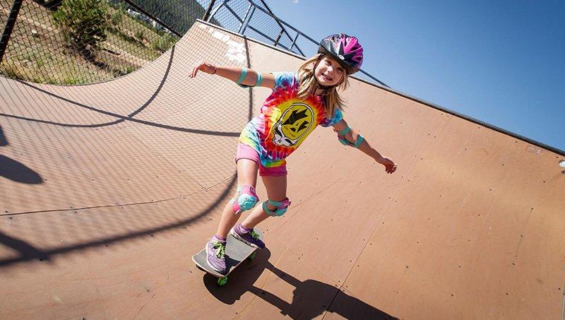 tidak disangka, ternyata ini 4 manfaat bermain skateboard untuk anak 1