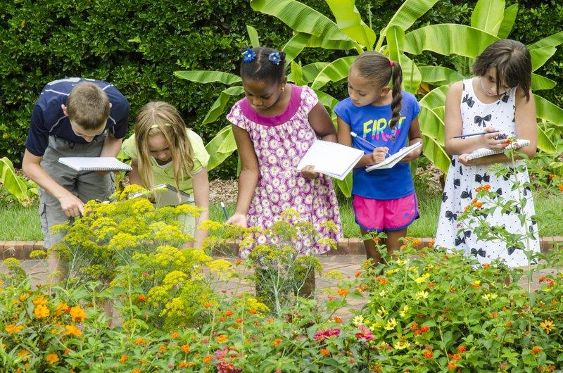 tingkatkan sikap peduli anak dengan 5 aksi sosial ini 1