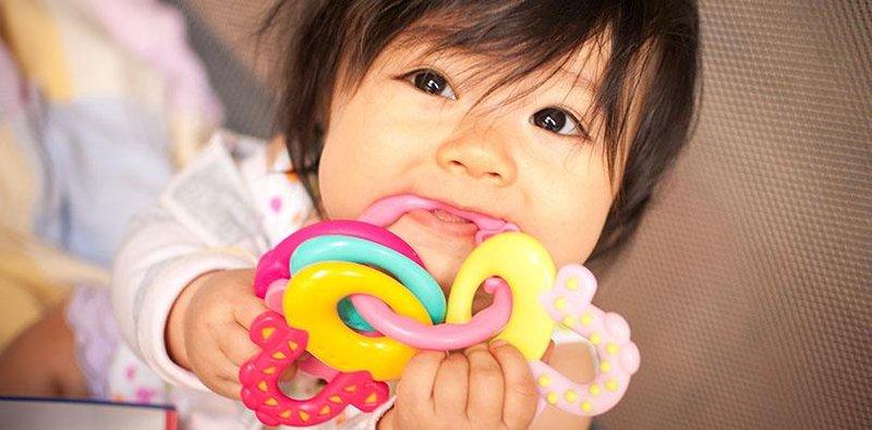 tips memilih teether yang aman untuk bayi
